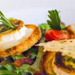 blutzuckerfreundlicher Salat mit gegrilltem Ziegenkäse